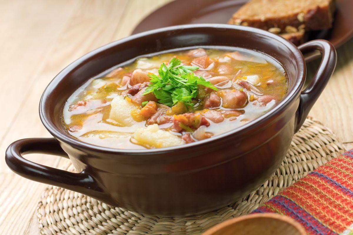 minestra di primavera con fagioli borlotti