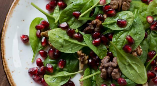 Insalata di spinaci e melograno (pronta in 10 minuti!)