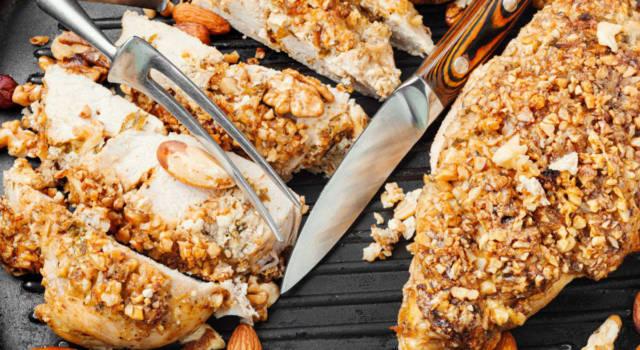 Pollo alle erbe aromatiche e mandorle tostate
