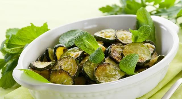 Zucchine alla poverella con menta: la ricetta semplicissima per un contorno estivo perfetto