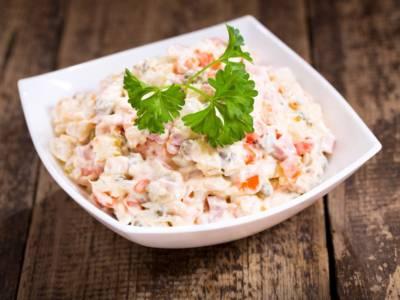 Prepariamo l'insalata capricciosa: la ricetta originale facile e veloce per un piatto classico