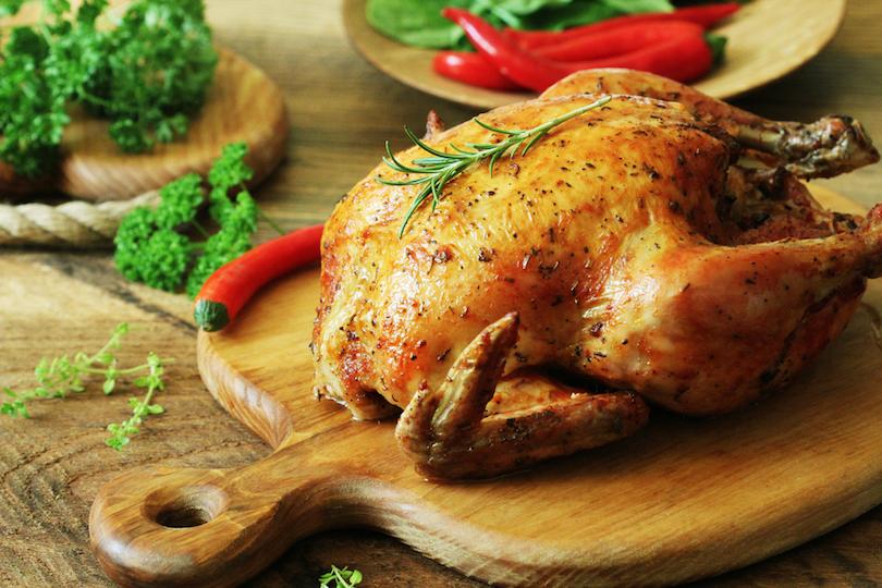 Pollo al forno con patate: la ricetta del secondo piatto sfizioso