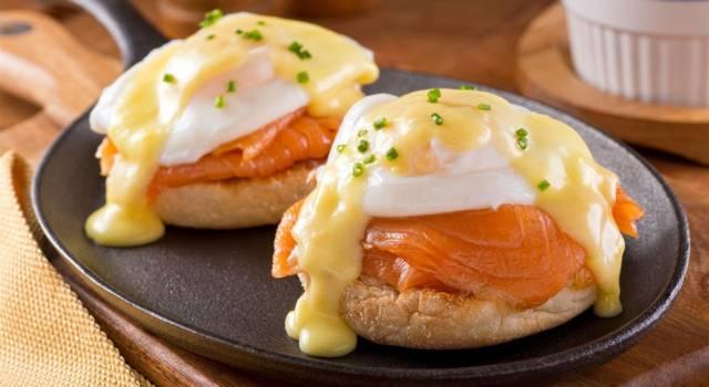 Uova alla Benedict con salmone affumicato: poesia per il palato!
