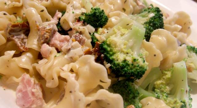 Reginette cremose con funghi e broccoli