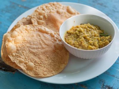 Come fare papadum (o papad), una ricetta indiana croccante e sfiziosa