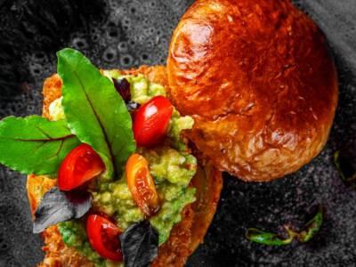 Cappelle di funghi porcini al forno con guacamole: la ricetta semplice ma gustosa