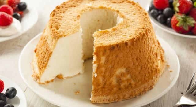 Soffice e fatta con soli albumi: ecco la ricetta originale della angel cake