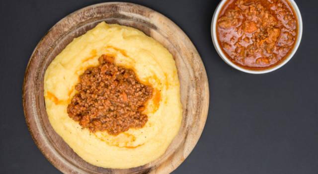 Polenta alla zucca con ragù di lenticchie: siamo sicuri che così non l'avete mai provata!