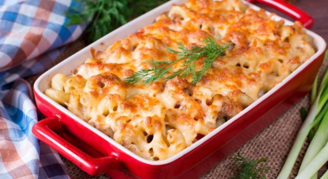 Ricetta salva spesa: Pasta e patate al forno con formaggi