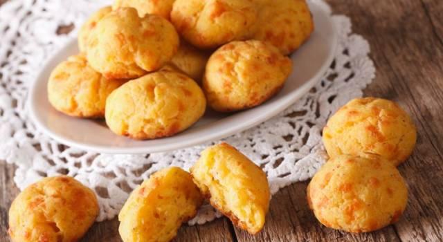 Come fare frittelle al formaggio soffici e fragranti