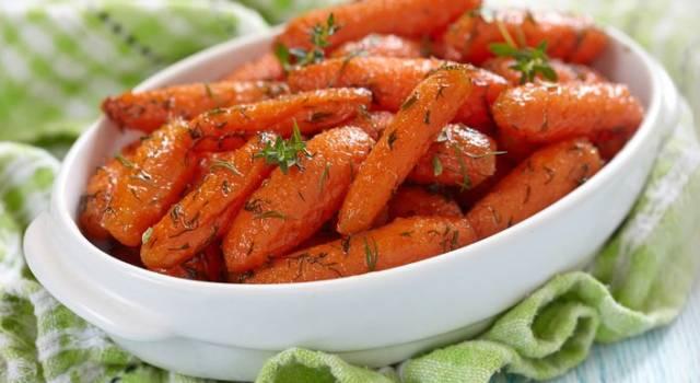 Baby carotine agrodolci al forno con origano