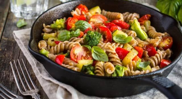 Fusilli integrali con broccoli, patate e pomodori al timo