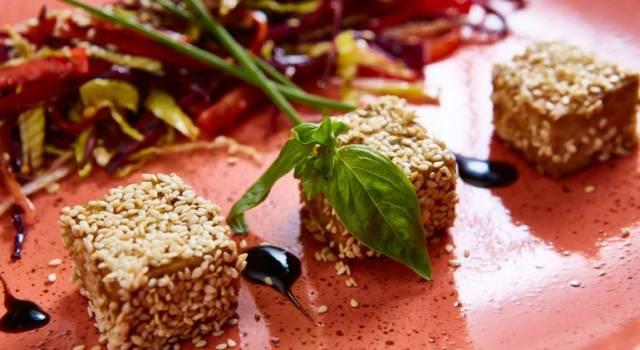 Tofu marinato al pompelmo rosa, fresco ed estivo