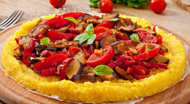 Come fare pizza di polenta farcita, anche per celiaci