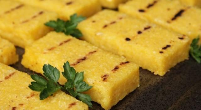 Crostini di polenta alla griglia, semplici da fare