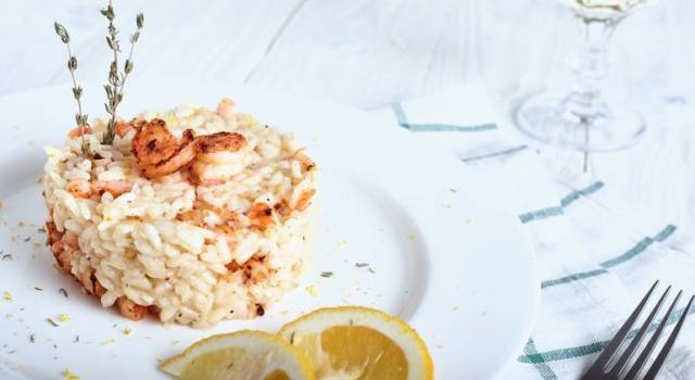 Risotto gamberi e calamari profumato alla curcuma e limone