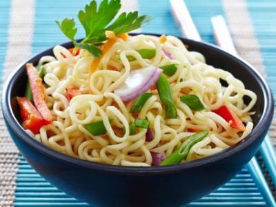 Ricetta salva spesa: Spaghetti ai friggitelli e cipolla rossa
