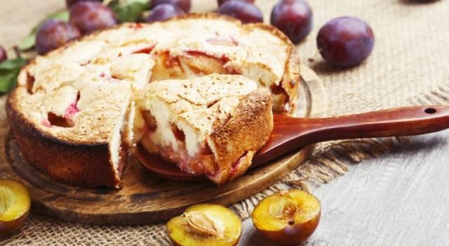 Torta vegana alle susine e mandorle
