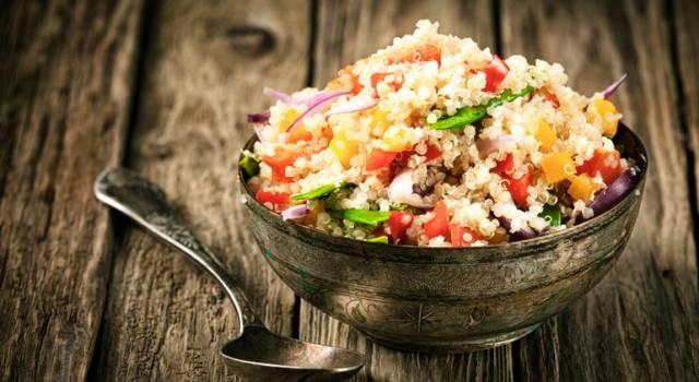 Quinoa con verdure in agrodolce e mandorle
