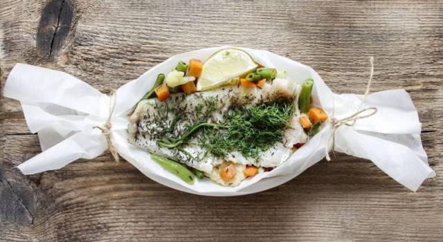 Pasta e pesce persico con friggitelli al cartoccio