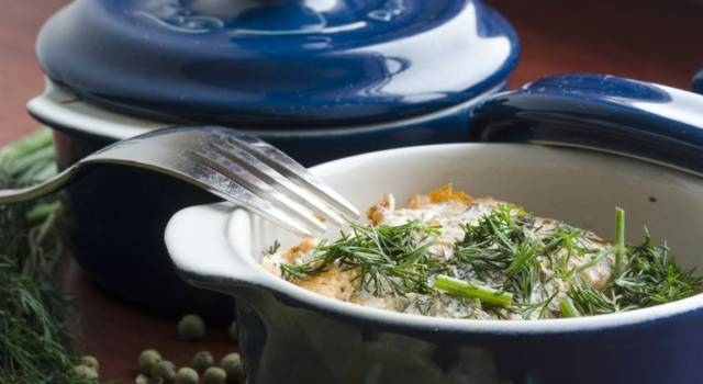 Mezze maniche al salmone, crema di carciofi e pepe verde