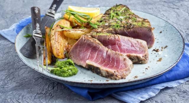 Bistecchine di tonno fresco con pesto di fave