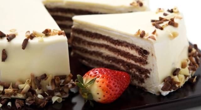 Cheesecake con frollini al cacao e cioccolato bianco
