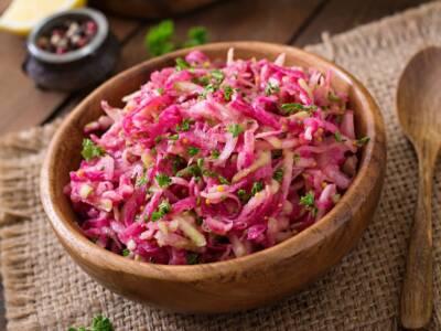 Insalata di daikon, barbabietola e noci: la ricetta fresca e veloce