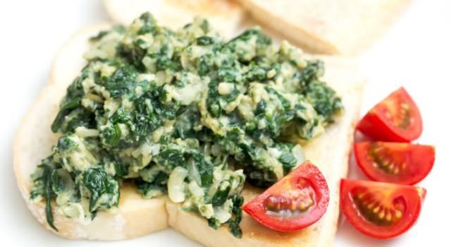 Uova strapazzate al pesto di spinaci freschi
