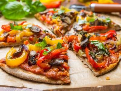 Pizza integrale con verdure grigliate alla senape