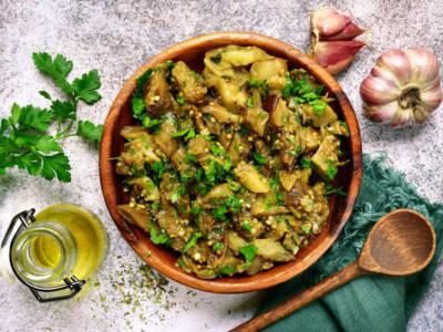 Melanzane trifolate: un delizioso contorno di verdure in padella