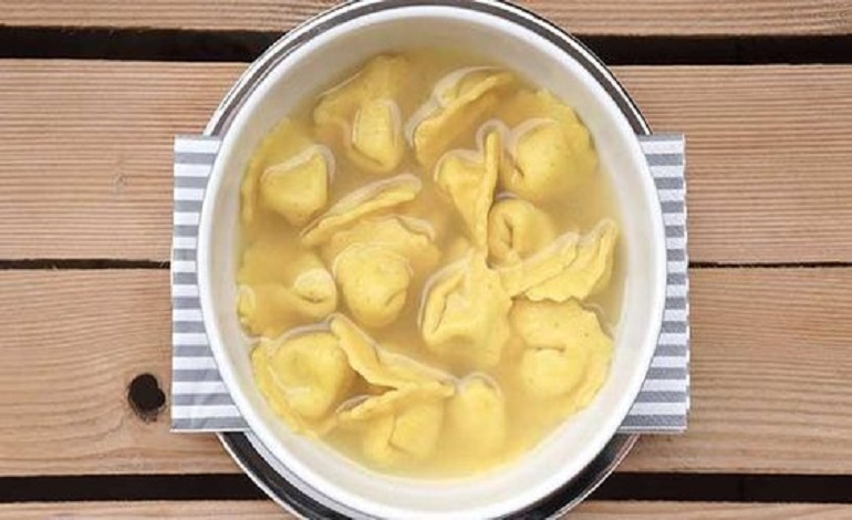 cappelletti vegani in brodo
