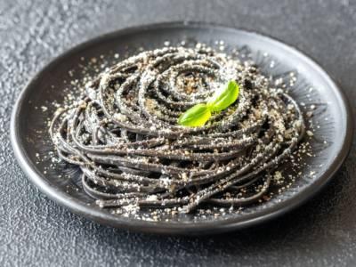 Ecco la ricetta degli spaghetti al nero di seppia, perfetti per il Black Friday