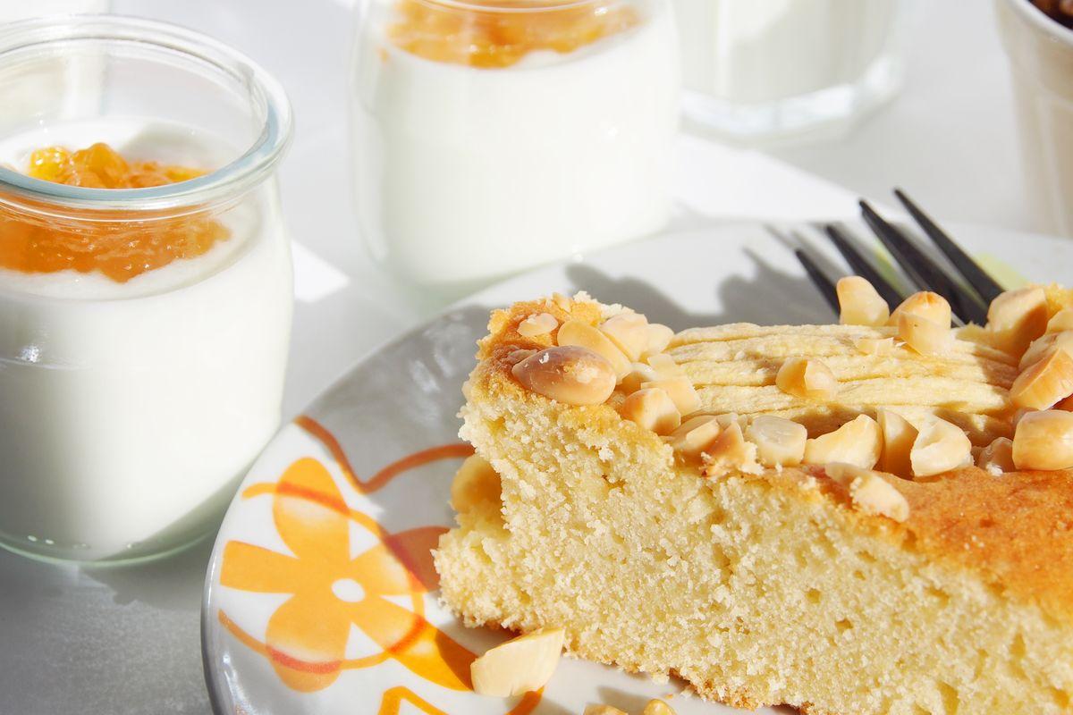 torta di mele e yogurt con marmellata