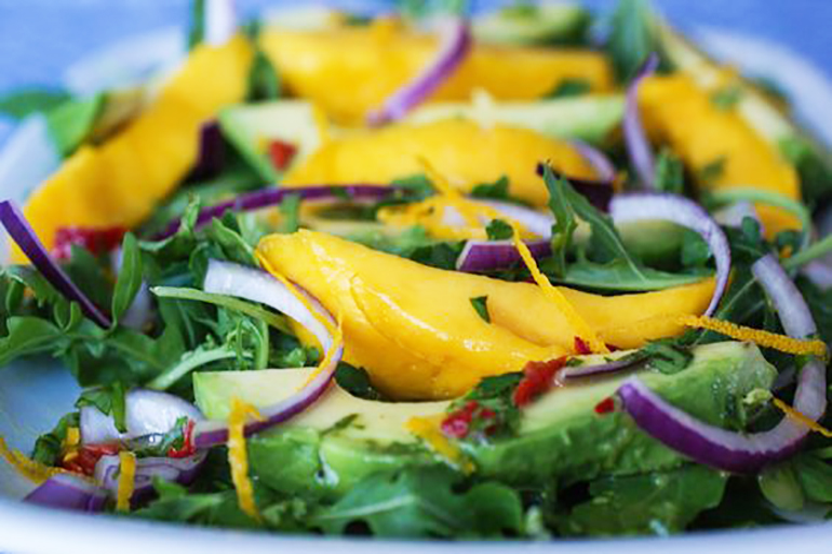 Insalata rucola avocado e mango
