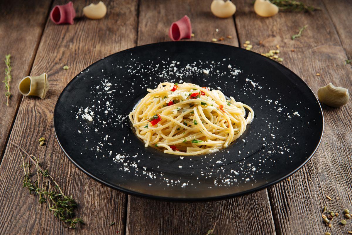 Spaghetti aglio olio e peproncino