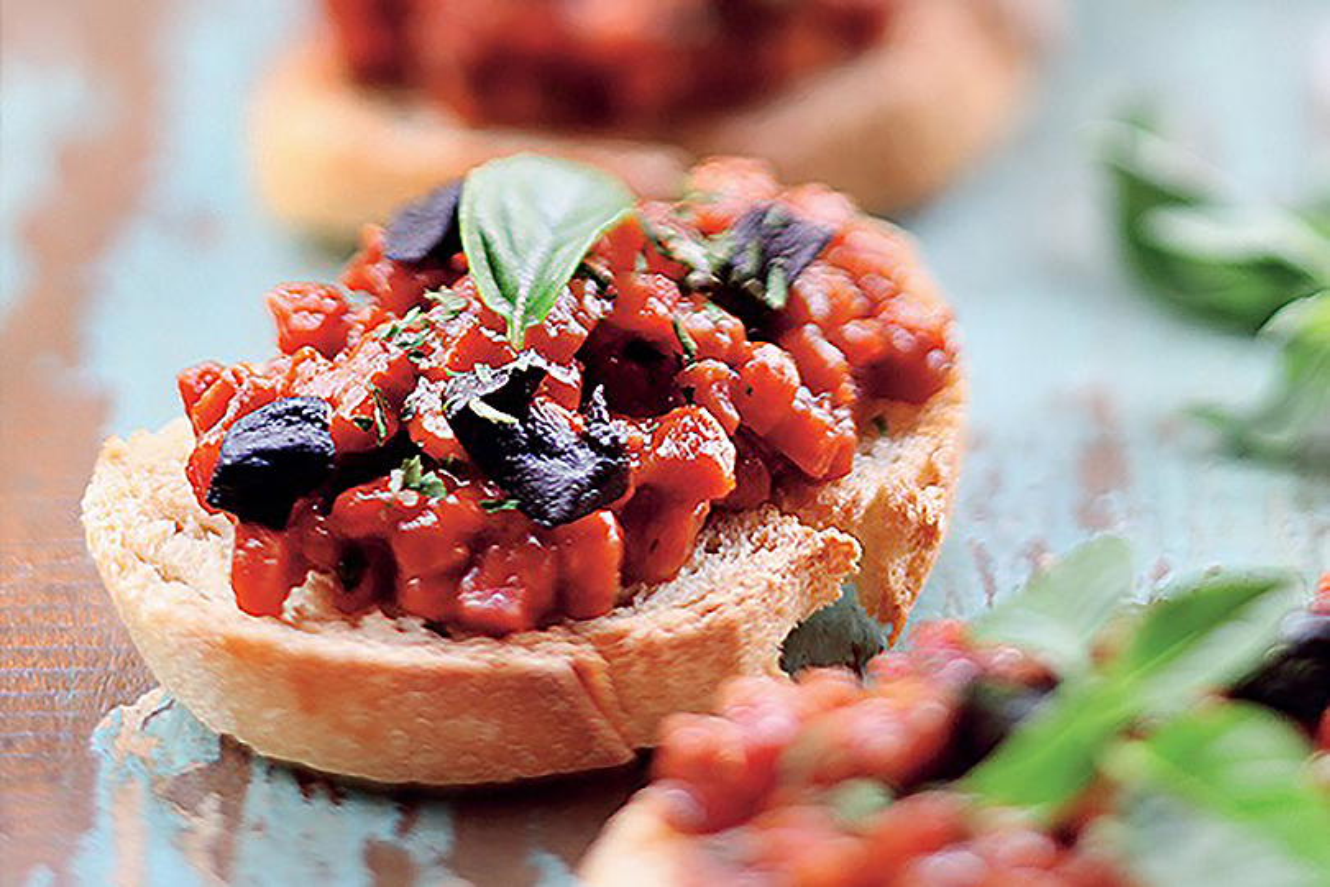 Bruschetta salsiccia pomodoro e aglio nero
