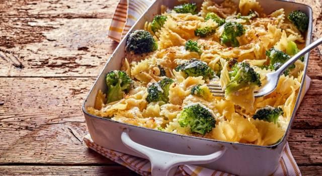Pasta al forno con pomodori, broccoli e salsa orientale