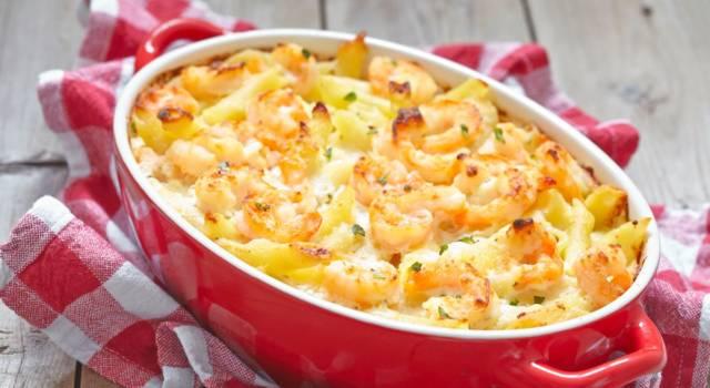 La pasta al forno con pesce ha tutti i sapori del mare