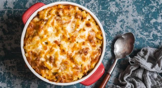 Pasta al forno con spinaci, gorgonzola e mandorle