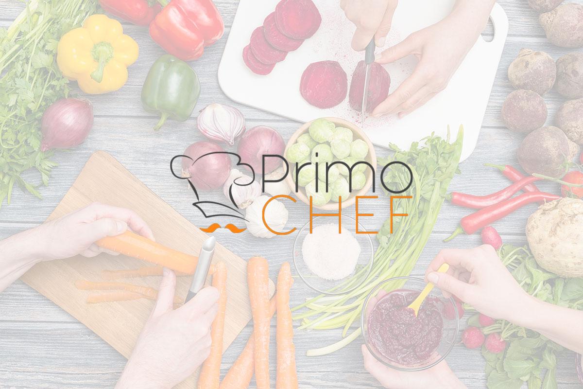 Funghi ripieni con pomodori e peperoni