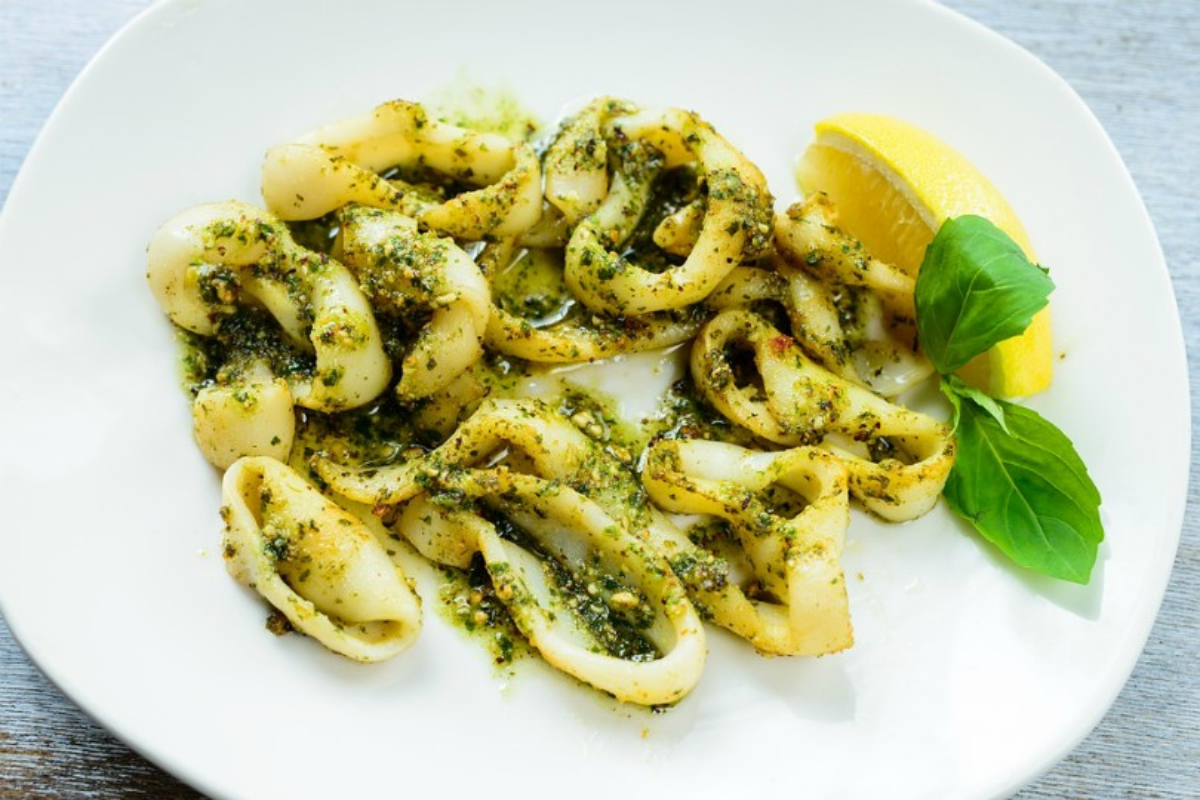 Calamari al pesto e limone: un secondo di pesce semplice e saporito