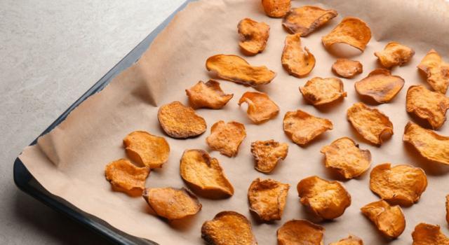 Pastinaca chips al forno, croccanti e saporite: le avete mai fatte?