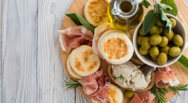 La ricetta delle tigelle, il gusto dell'ospitalità modenese