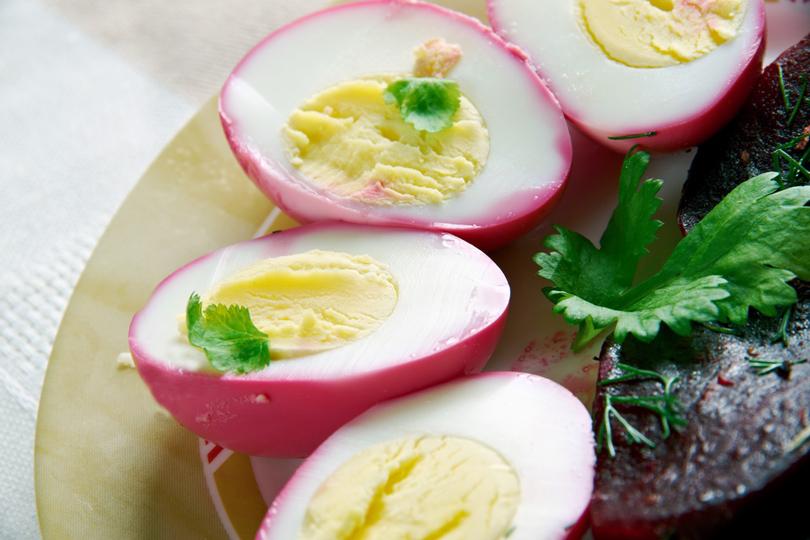Ecco le uova sode alle barbabietole