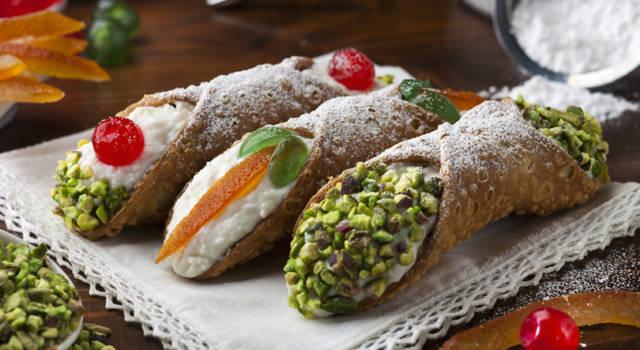 Cannoli siciliani tradizionali alla ricotta
