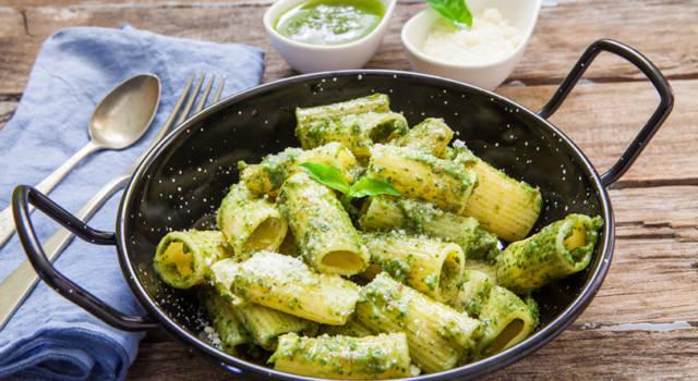 Rigatoni con pesto e gorgonzola