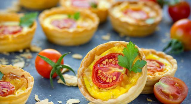 Tartellette di pomodoro e mozzarella
