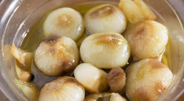 Come fare le cipolle in agrodolce, un antipasto sfizioso
