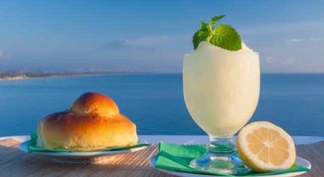 Granita al limone siciliana: l'estate in un dessert